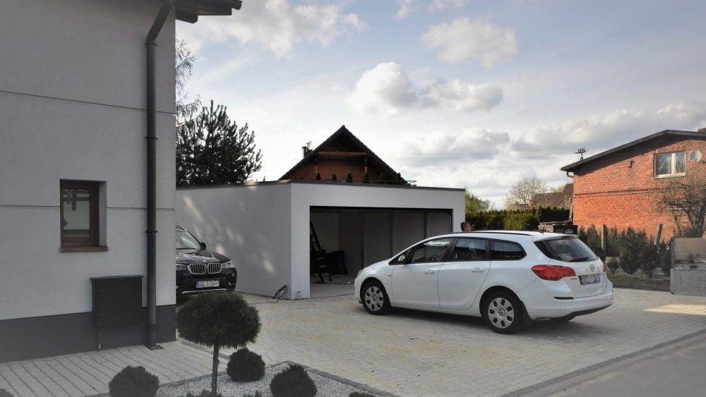 15. Na zdjęciu garaż Uno-Plus - 2 samochody, razem szer.6,0m x dł.5,80m może być wykonany w innych wymiarach.