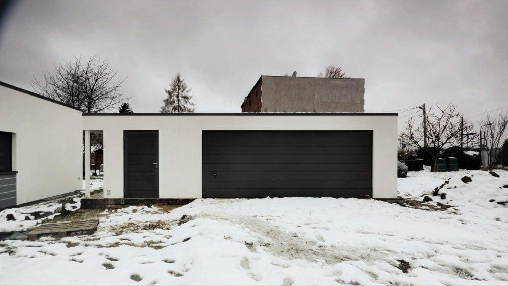 60. Na zdjęciu garaż Uno-Plus - 2 samochody + miejsce gospodarcze + wiata, razem szer.9,0m x dł.6,0m może być wykonany w innych wymiarach.