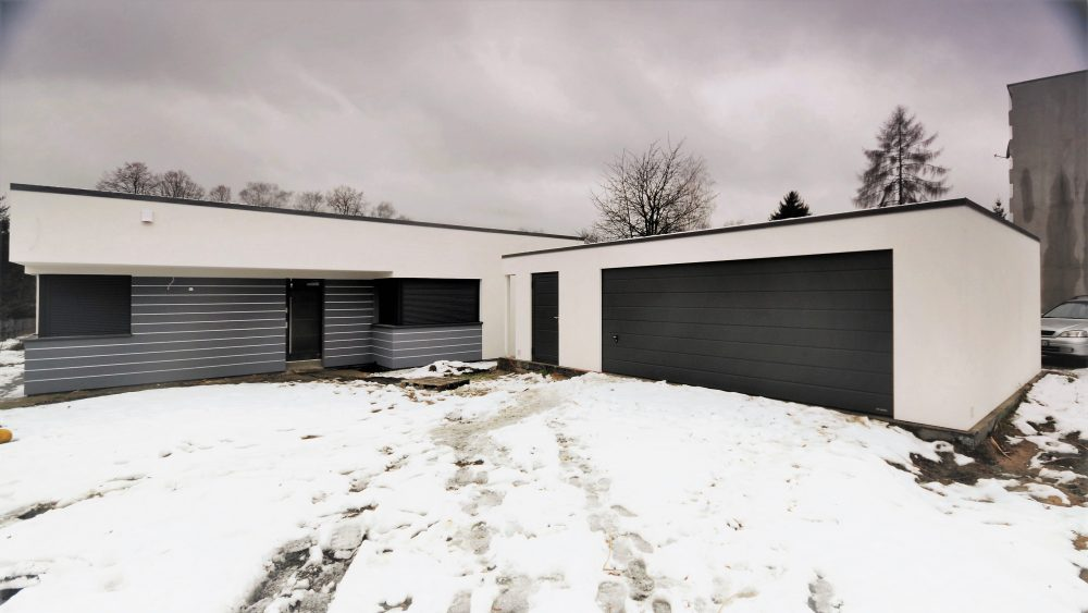 62. Na zdjęciu garaż Uno-Plus - 2 samochody + miejsce gospodarcze + wiata, razem szer.9,0m x dł.6,0m może być wykonany w innych wymiarach.